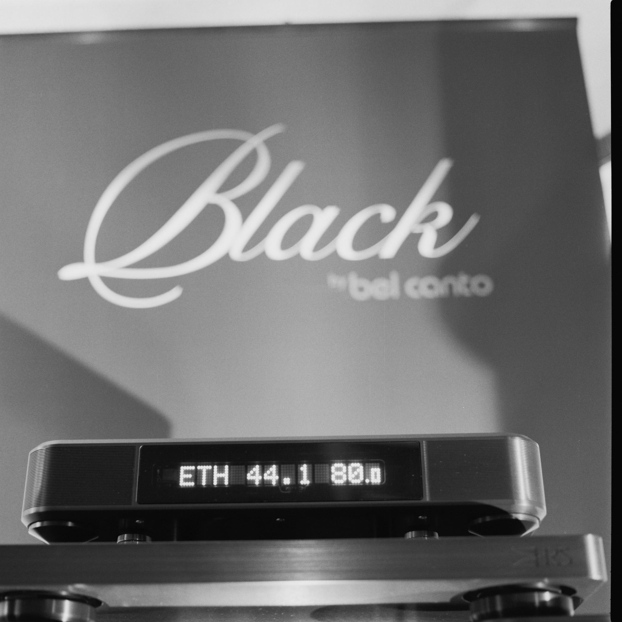 2013-Hasselblad-Black-01