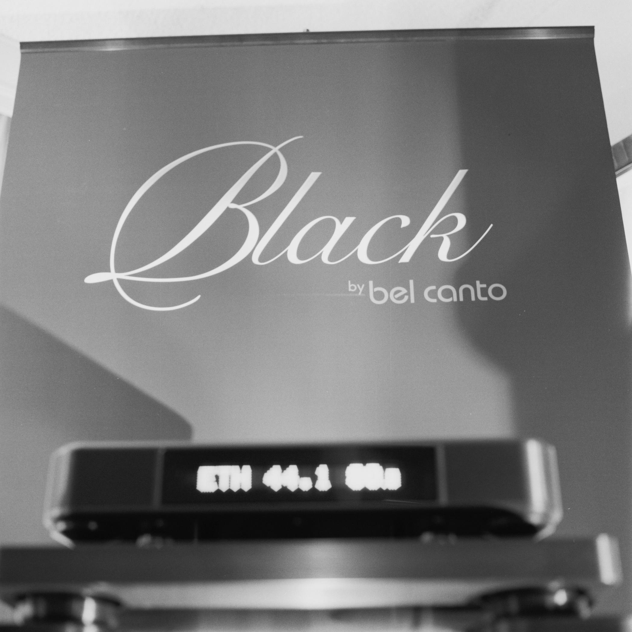 2013-Hasselblad-Black-02